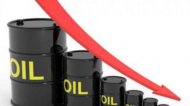 انخفاض أسعار النفط بسبب تشديد إجراءات العزل في أوروبا