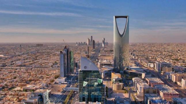 اقتصاديان يشيدان بعدم التعاقد إلا مع الشركات صاحبة المقار الإقليمية في السعودية